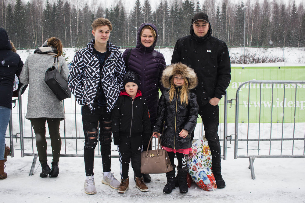 Perhe Rantanen-Gustafsson viihtyi Lumiraveissa. (Kuva: Hanna Heinonen)