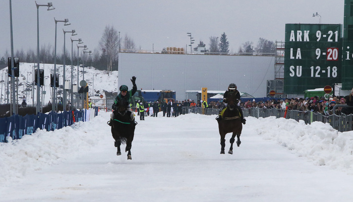Miia Myllymäki ja Triolet lensivät voittoon raviratsastuslähdössä! (Kuva: Ilkka Nisula)