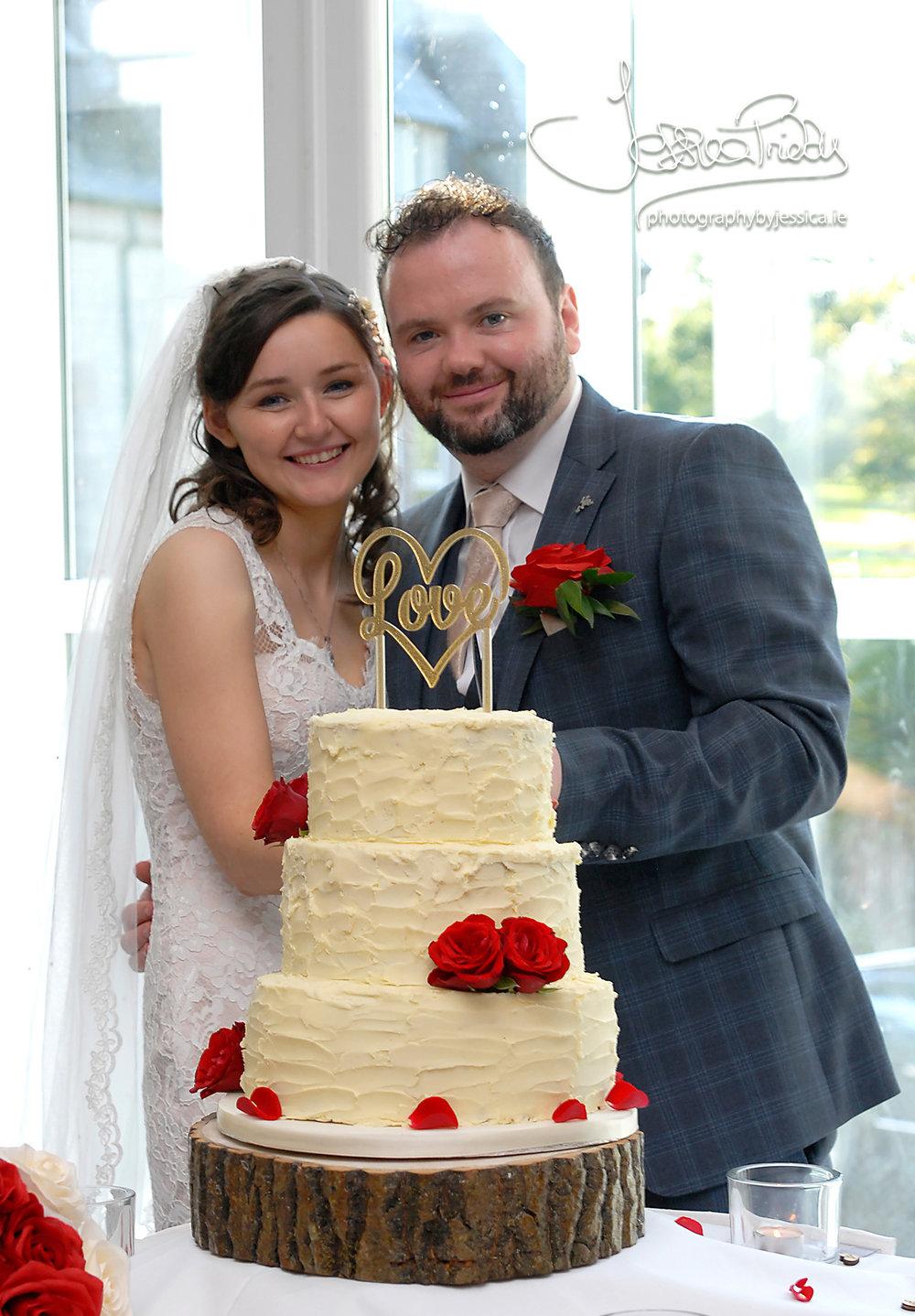 A simple, but beautiful wedding cake