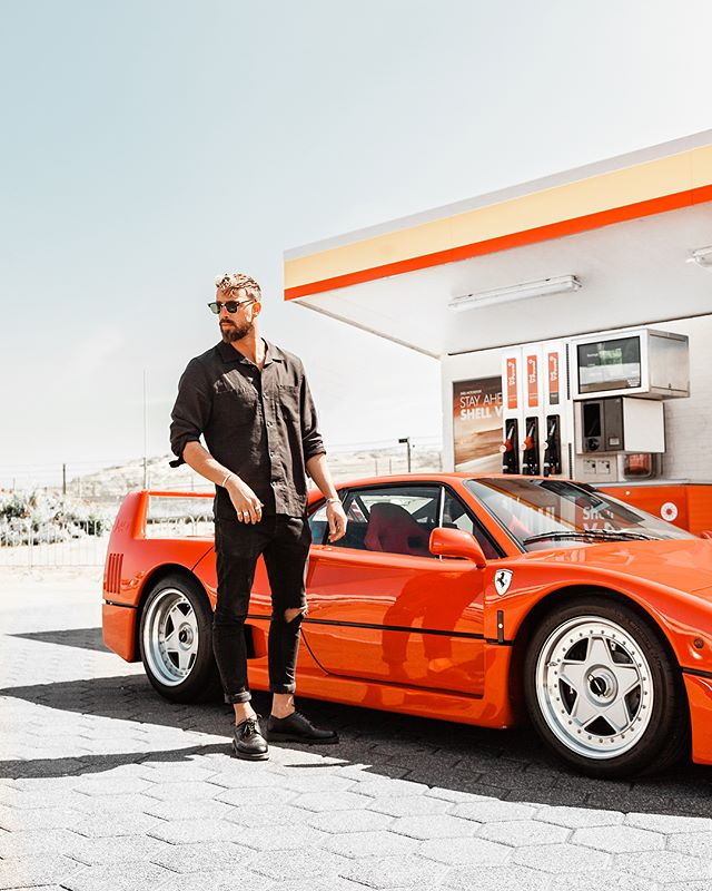 Driving fast cars to feel free. 🏎  How is your bucket list going? Already taking part in the @cocacola_nl contest to win one of your dream experiences? It's still possible to participate till 31 August. So go scratch some things of your bucket list! *ad