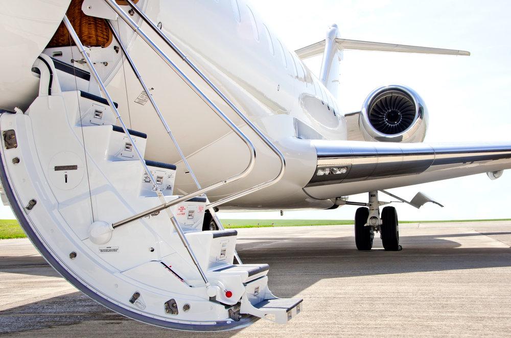 VOTRE SÉCURITÉ,NOTRE PRIORITÉ - Nous effectuons des audits complets de chaque opérateur que nous utilisons. Ils couvrent les normes d'exploitation et de sécurité, l'expérience de l'équipage ainsi que les finances.Nous travaillons également avec Wyvern et ARGUS pour vous assurer de voler uniquement sur des avions répondants aux normes les plus strictes.En 2015, Air Partner a également acquis Baines Simmons, leader mondial du conseil en sécurité aéronautique.Baines Simmons a établi des partenariats avec plus de 750 organisations et 40 autorités aéronautiques dans le monde.Grâce à ses programmes, Baines Simmons a formé plus de 120000 professionnels de l'aviation.