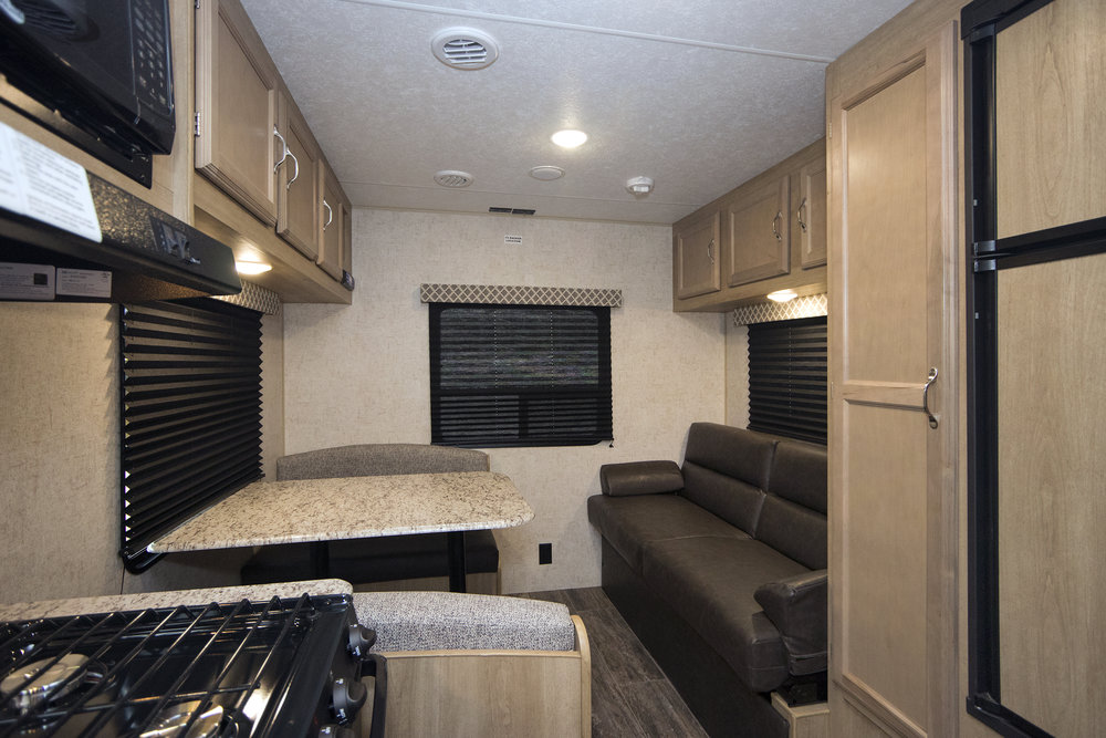 21QB Braxton Creek  Sofa & Dinette sml.jpg