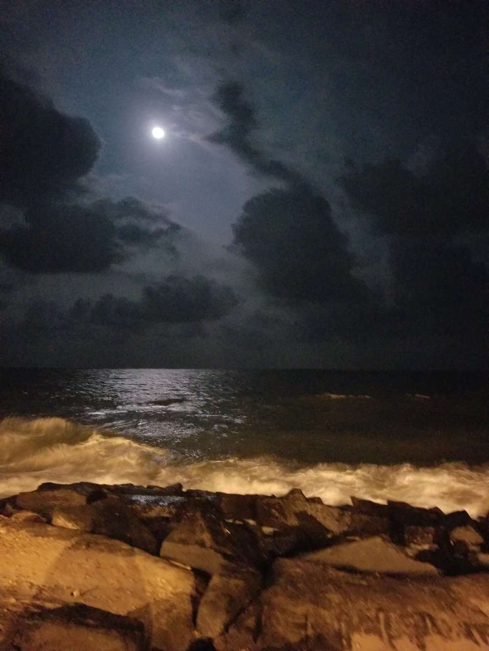 moon over Pondy
