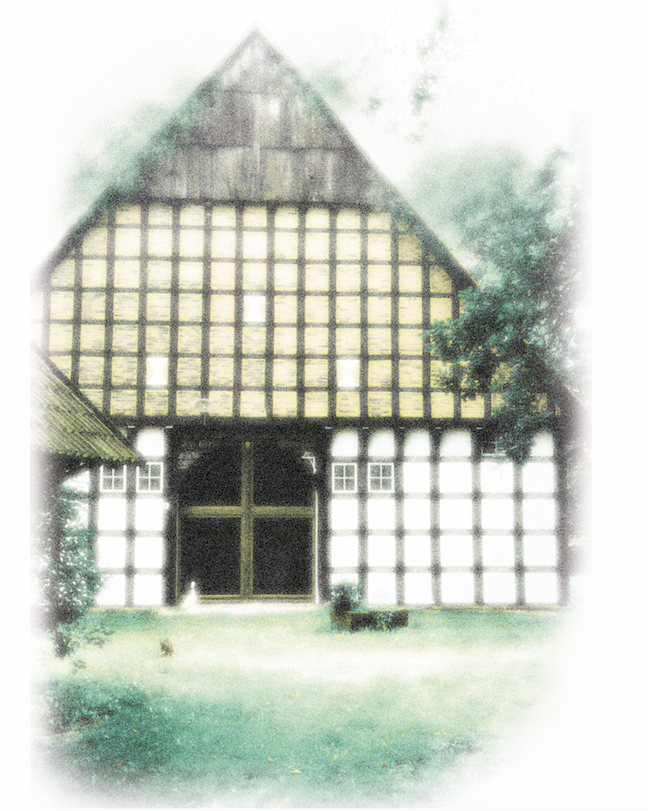 Willkommen auf Hof Laig - Hof Laig ist ein Seminar- und Tagungshaus am Rand des Teutoburger Waldes in Nordrhein Westfalen. Das unter Denkmalschutz stehende Vierständerhaus von 1808 und das Nebengebäude sind eingebettet in Gärten und Wiesen, mit Blick auf Wälder und die umliegenden Felder. Diesen liebenswerten Ort bieten wir Menschen an, die zusammen kommen, um zu lernen, zu arbeiten, oder den Alltag hinter sich lassen wollen. Wir wenden uns an Träger der Erwachsenen-/ Weiterbildung, Projektarbeitsgruppen, Veranstalter von Fachtagungen und Seminaren, sowie Selbsterfahrungsgruppen im Bereich Meditation, Yoga und Körperarbeit. Besonders für Teilnehmer von Ausbildungsgruppen wird dieser Ort schnell ein zweites Zuhause. Jede Gruppe ist hier unter sich und unsere Gäste schätzen diese persönliche Atmosphäre in dem familiengeführten Seminarhaus. In 14 Ein- bis Dreibettzimmern können bis zu 29 Gäste übernachten. Unsere hochwertige Verpflegung basiert auf einem biologisch und vegetarischem Vollwertkonzept.