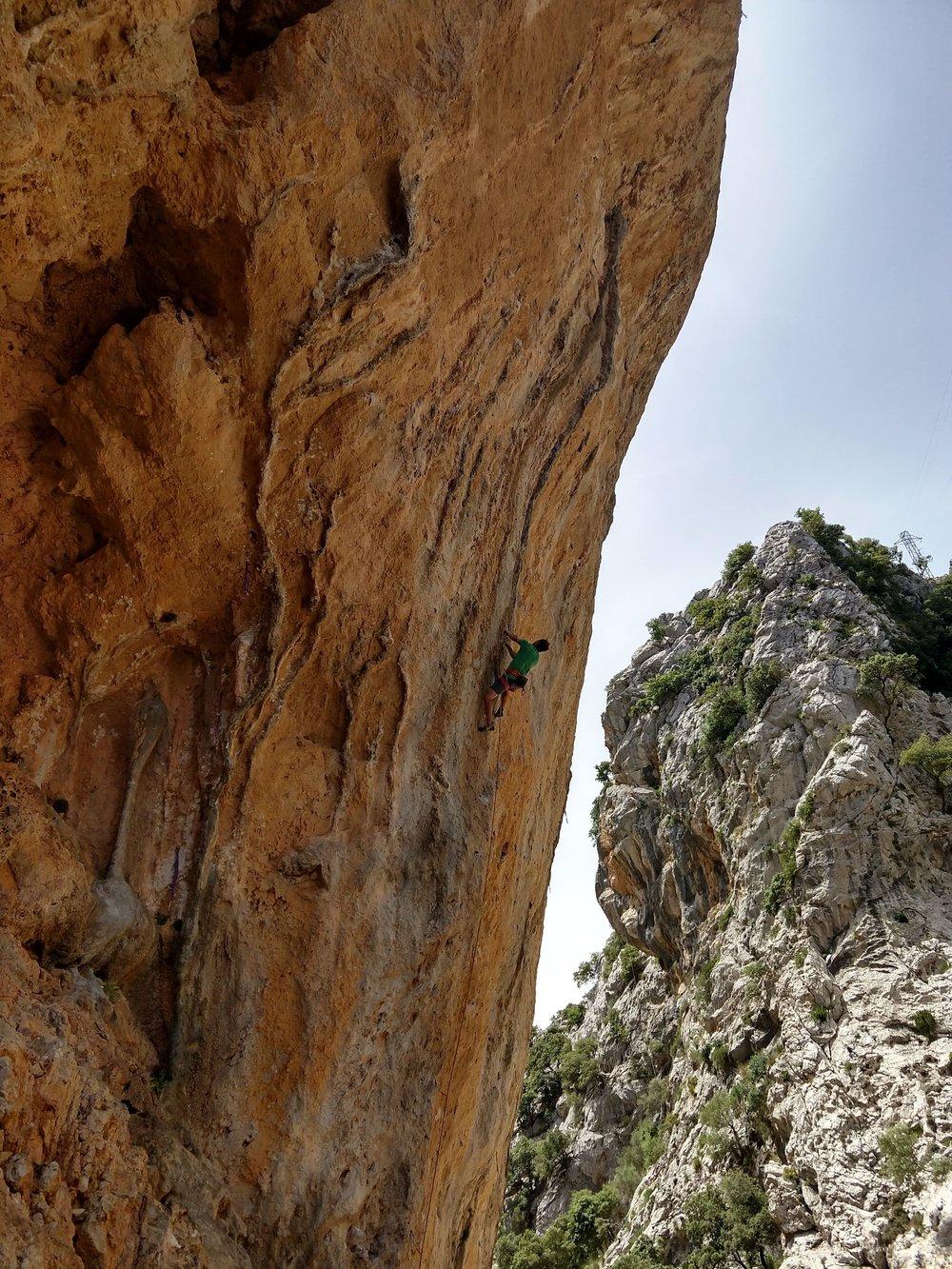 Climbing in Gorg Blau