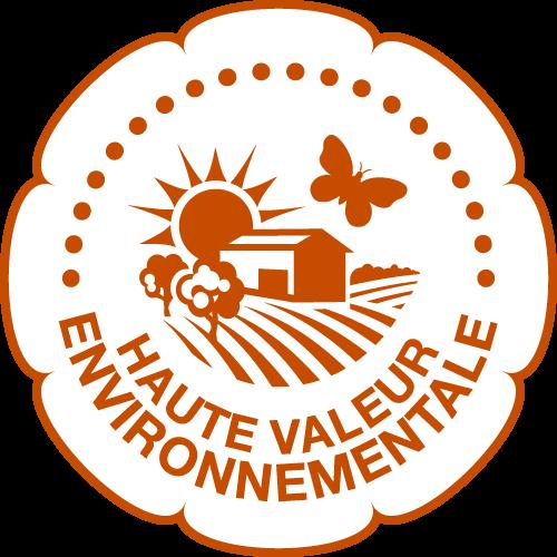 HAUTE VALEUR ENVIRONNEMEN-TALE (HVE) - correspond au niveau le plus exigeant d'un dispositif de certification environnementale des exploitations agricoles.ette certification est une démarche volontaire qui vise à identifier et valoriser les pratiques respectueuses de l'environnement mises en œuvre par les agriculteurs. Elle porte sur quatre thématiques clés : la préservation de la biodiversité, la stratégie phytosanitaire, la gestion de la fertilisation et la gestion de la ressource en eau. Elle est construite selon une logique de certification de la globalité de l'exploitation en trois niveaux.a mention « haute valeur environnementale » est uniquement réservé pour le troisième degré de cette certification et il garantit un haut niveau de performance de l'entreprise agricole.Le logo ci-dessous accompagne la mention valorisante et peut être apposé sur les produits finis contenant au moins 95% de matières premières issues d'une entreprise certifié.Pour nous cette démarche volontaire nous a séduit car elle est d'abord globale, très complémentaire du travail que nous réalisons avec le bio et la biodynamie car elle s'étend à la biodiversité avec une vrai valeur ajouté que va être son aspect visuel. En effet, la conséquence de ces démarches sera visible en termes de diversité des paysages, de la faune et de la flore.