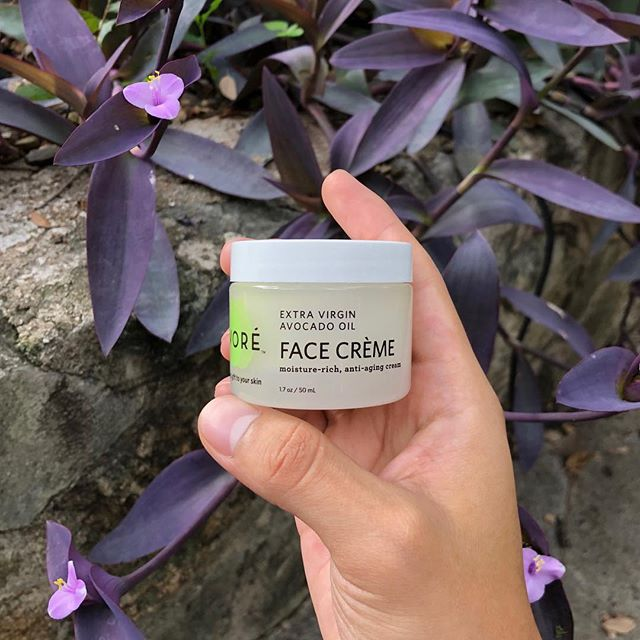 Condition and moisturize your skin with our Face Crème packed with plant stem cells.