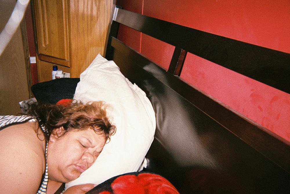 Sueño     Dormir profundamente, saber que estás inconsciente, tal ves viviendo un sueño y desconectarte de esta realidad, el cansancio se demuestra.      Dream   To have a deep sleep, knowing that you're so unconscious, maybe you're living a dream.