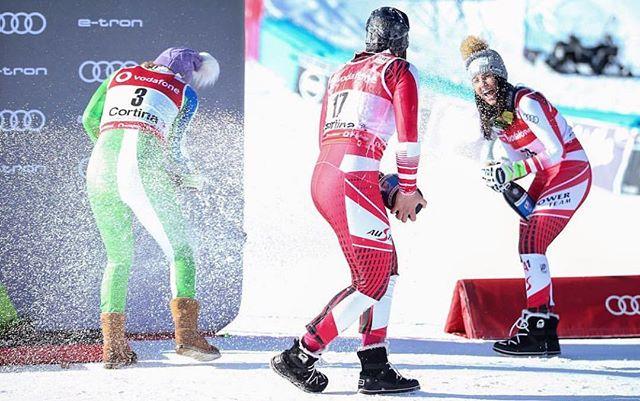 Eisbär Celebrations . . . . . . . . #travel #skiing #ski #snow #winter #mountains #fashion #girl #style #beauty #winterfashion #nature #outdoors #photography #exploretheworld #explore #selfie