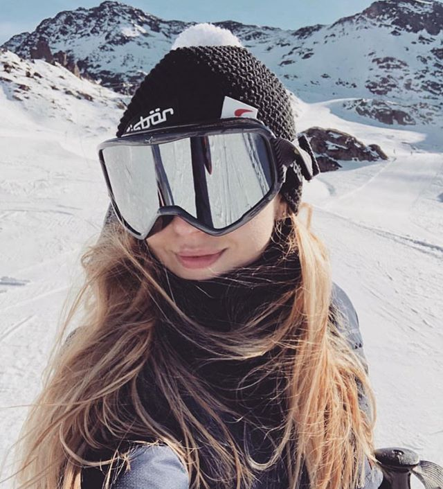 Eisbär Explores 📸 @itskingapv . . . . . . . . #travel #skiing #ski #snow #winter #mountains #fashion #girl #style #beauty #winterfashion #nature #outdoors #photography #exploretheworld #explore #selfie