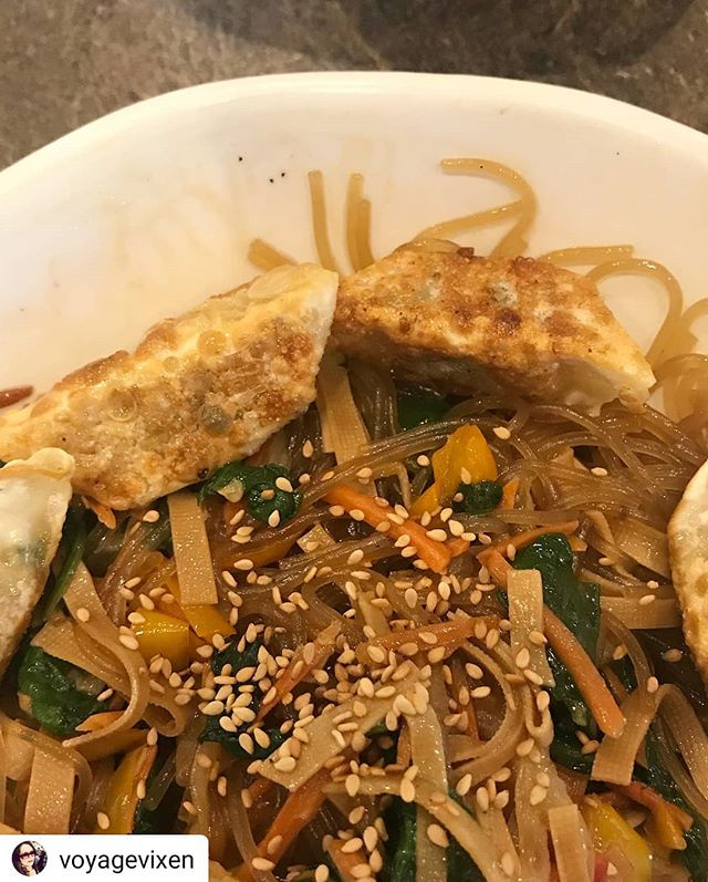 #Repost @voyagevixen • • • • • Yum! #vegan #pokebowl and #japchae from @savegyyc #yyc #yycvegan
