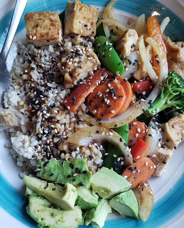 Tofu veg rice bowl with our housemade Korean BBQ sauce is perfect for gloomy days like today ❤️ add avocado for extra yum 🙏 . . . #savegyyc #savegcafe #saveg #vegan #calgaryvegan #vegancalgary #yycvegan #veganyyc #yyccafe #beltline #beltliner #heavensfitness #beltlineyyc #yyceats #on11thave #yyc #calgary #downtowncalgary #downtownyyc #yycliving #dailyhiveyyc #photography #vsco #vscocam