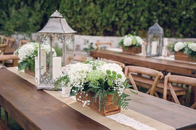 We love these simple centerpieces from one of our first weddings 👰 they are perfect with our handcrafted tables! 📸: @janaeball.images
