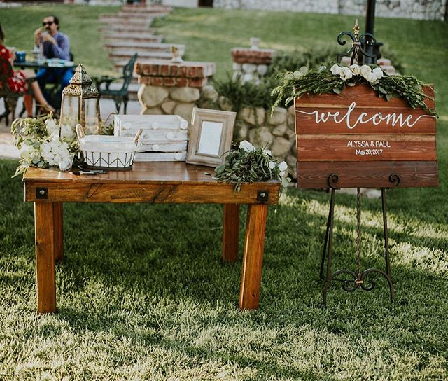 🌿 greens and one of our sweet heart tables are the perfect duo to any guest entrance. 📸: @cydneyphotography