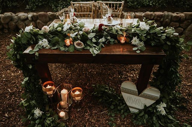 On your wedding day you want to get cozy with your partner. The sweetheart table is exactly what you need❤️ Picture: @let_me_show_you_love  Wedding planner: @idodetailslv