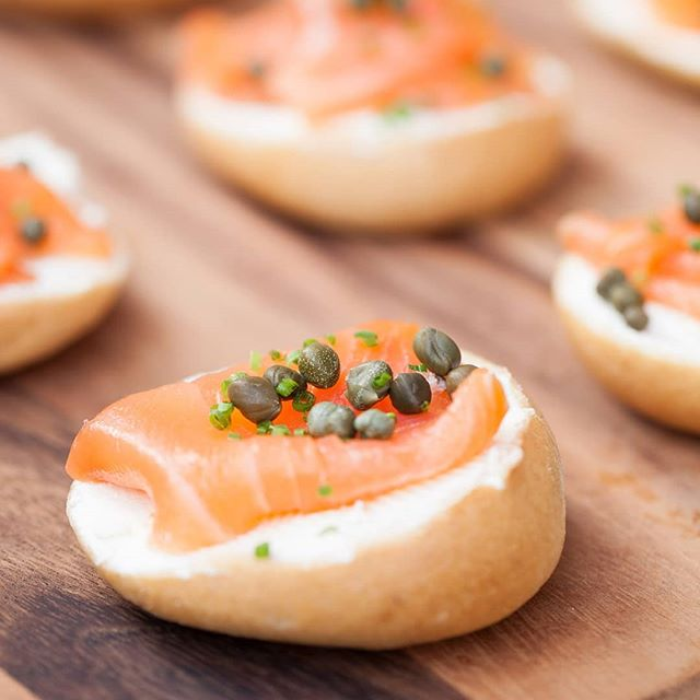 Memories of Sunday brunch with our mini bagel schmear, lox, and capers. They pair perfectly with our champagne bar. 🥂🍾