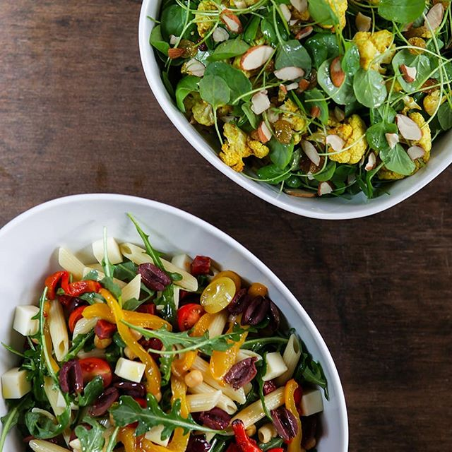 The weather is starting to warm up and we're all thinking about the lighter side of indulging. Our signature salads are perfect for an afternoon garden party or part of an evening soiree.  Photography by @hunkybrewster