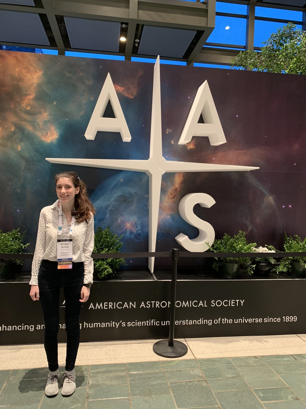Current Editor Bridget Ierace at the 2019 American Astronomical Society Conference