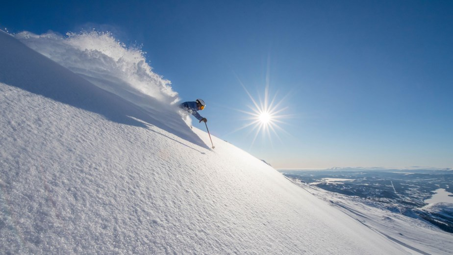 Åre's vertical rise of just under 3,000 vertical feet makes it comparable in continuous, top-to-bottom rise to Snowbasin, UT and Mammoth, CA. It is slightly less than Vail, CO and slightly more than Breckenridge, CO. |  SkiStar