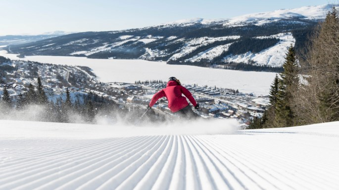 Åre's ski season generally runs from December thru May. Its modern network of 41 lifts includes a tram, two gondolas, two eight-seaters and multiple six packs. Line-ups are rare and the slopes offer ample room to soar. |  SkiStar
