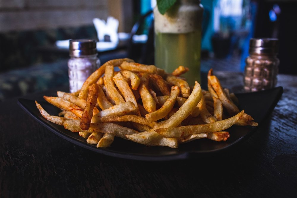 Would you like delicious fries with that? Because of its 34,000 year-round residents and tens of thousands of guest beds, South Lake Tahoe and Stateline offer abundant dining choices across all dining styles and price points.   Louis Hansel    |    Unsplash