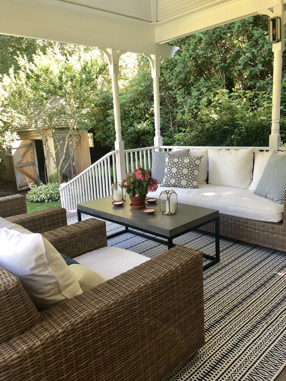 outdoor living room.jpg