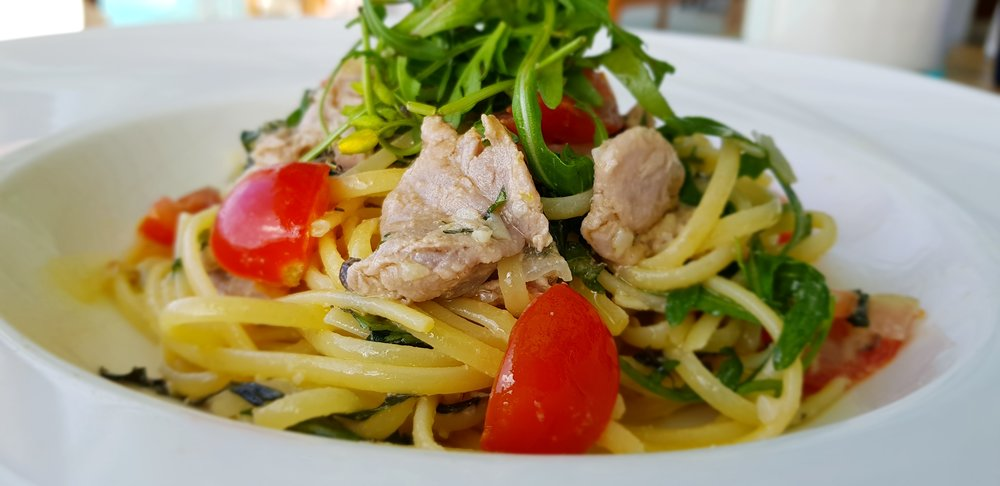 Lukewarm yellow fin tuna linguini, capers, rocket, virgin olive oil, tomato, basil, parsley, lemon.jpg