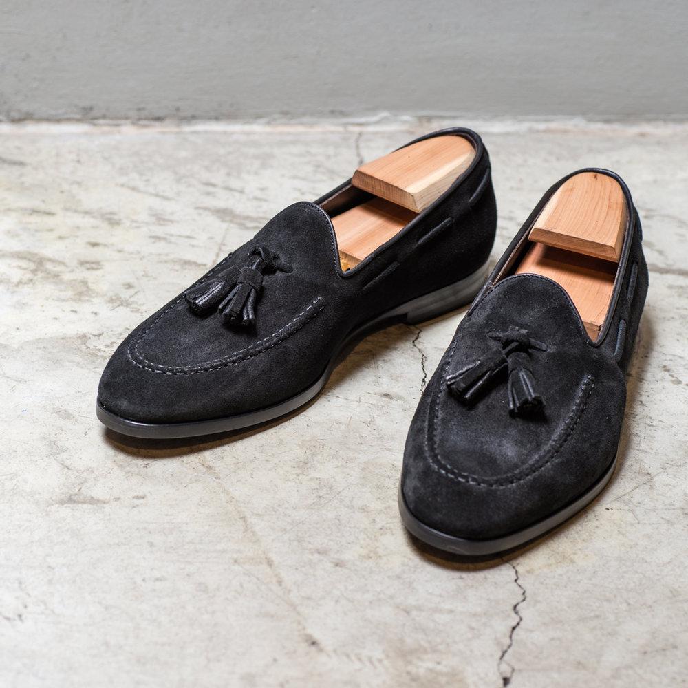 SHOE    2800 Sek   Suede shoe, tassel, black, goodyear