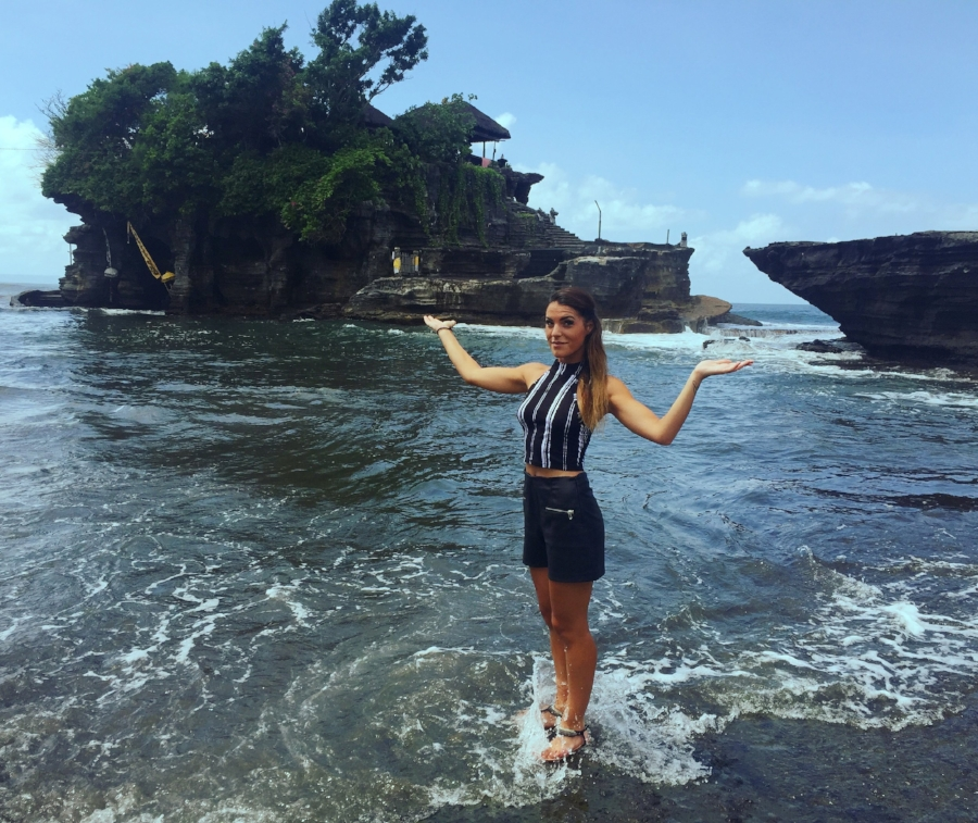 (Tanah lot Temple)