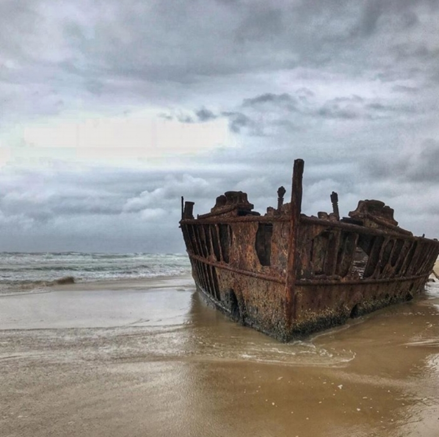 (Wreck of the Maheno - Fraser Island)