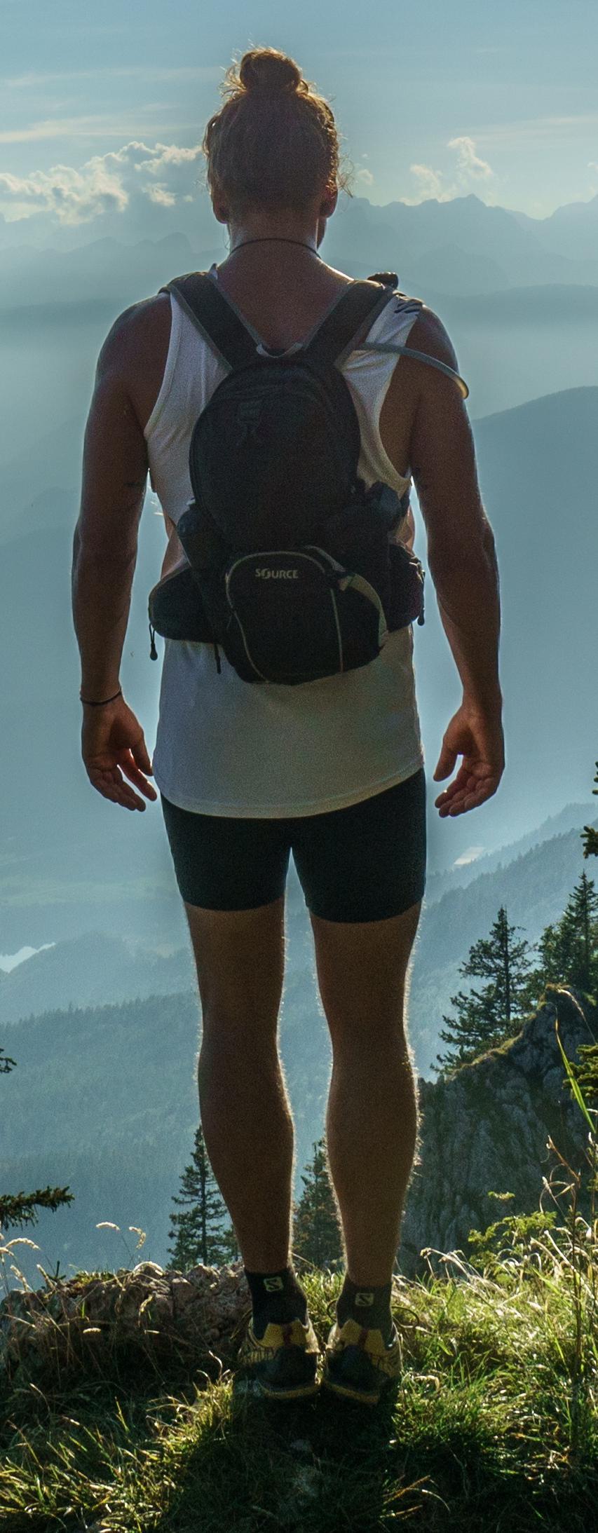 hiker-918473_4crop.jpg