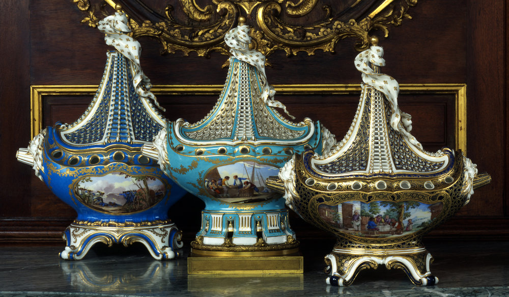 Sèvres_porcelain_manufactory,_Pot-pourri_vases,_1761_at_Waddesdon_Manor_(cropped).jpg