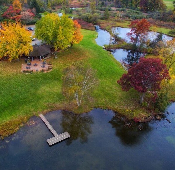 A fantastic aerial shot of Hunters Creek Club captured by @georgessuperjungle. Autumn sure is magical! #hunterscreekclub #puremichigan #dronephotography #autumn #pheasanthunting