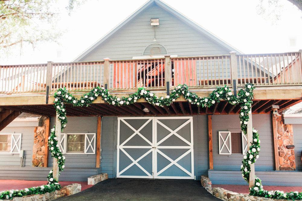 blue barn wedding venue in tampa