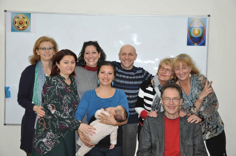 I Nuovi Psychosynthesis Life Coaches (con Cristina a destra e giovane Adam)