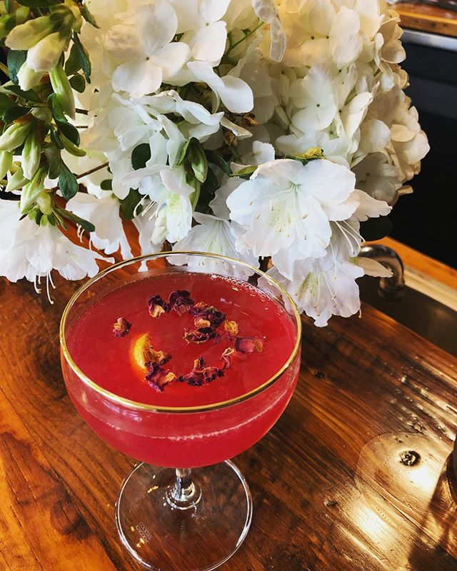 RUGOSA IN BLOOM a cocktail to honor the 🌹roses in your garden🌹. Gin, @wildroots_apothecary Hawthorn Rose syrup, lemon, grapefruit, bitters.