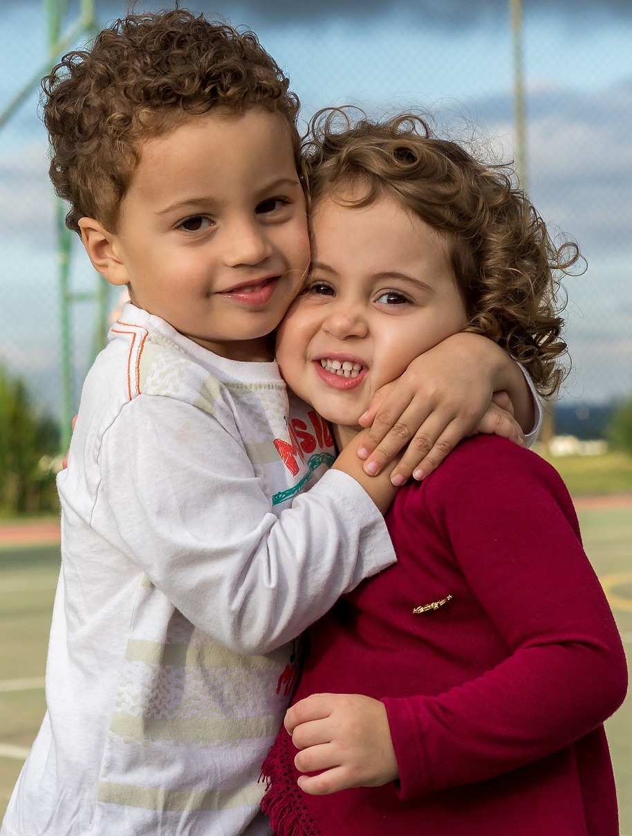 Children hugging; social language development at Canto Speech Therapy Online