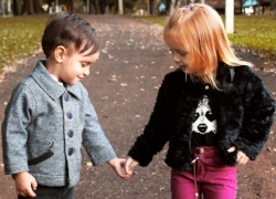 Two children holding hands; social skills development at Canto Speech Therapy Online