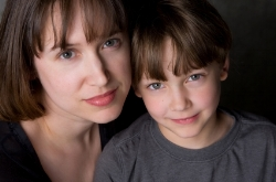 Mom and son; treat receptive and expressive language delays at Canto Speech Therapy Online
