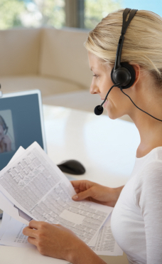 A speech therapist treats child with a speech language delay at Canto Speech Therapy Online