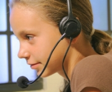 Girl looking at computer; treat speech and language disorders at Canto Speech Therapy Online