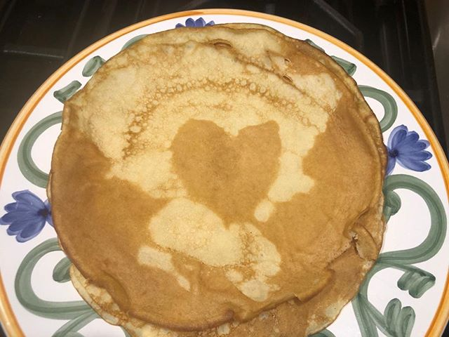 Making crepes this morning for the familia and look how this one came out. Love ❤️