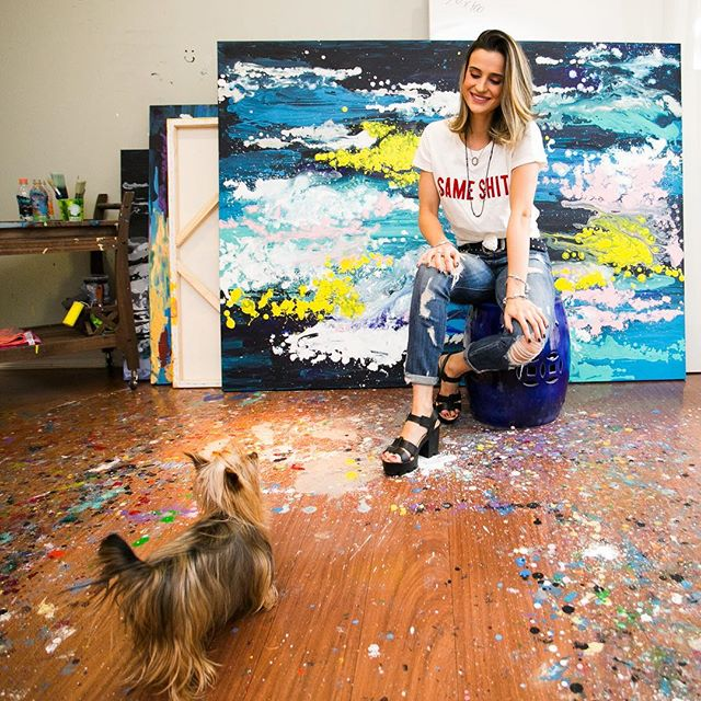 2 amores! ❤️ (e aquela pureza no olhar da minha pequena) 🖌 •  click 📸 @natalihernandes.fotografia • • _______________________________________________________  #art #expressionism #abstractart #contemporarypainting #artecontemporanea #artsy #coloring #cor #brazilianart #juliastecca #juliasteccaart