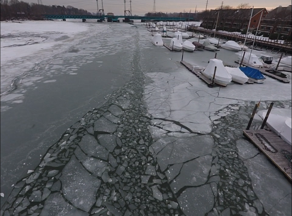 MIANUS RIVER AT MINUS 20 - SOUTHPAW YACHT SALES STILL BOATING