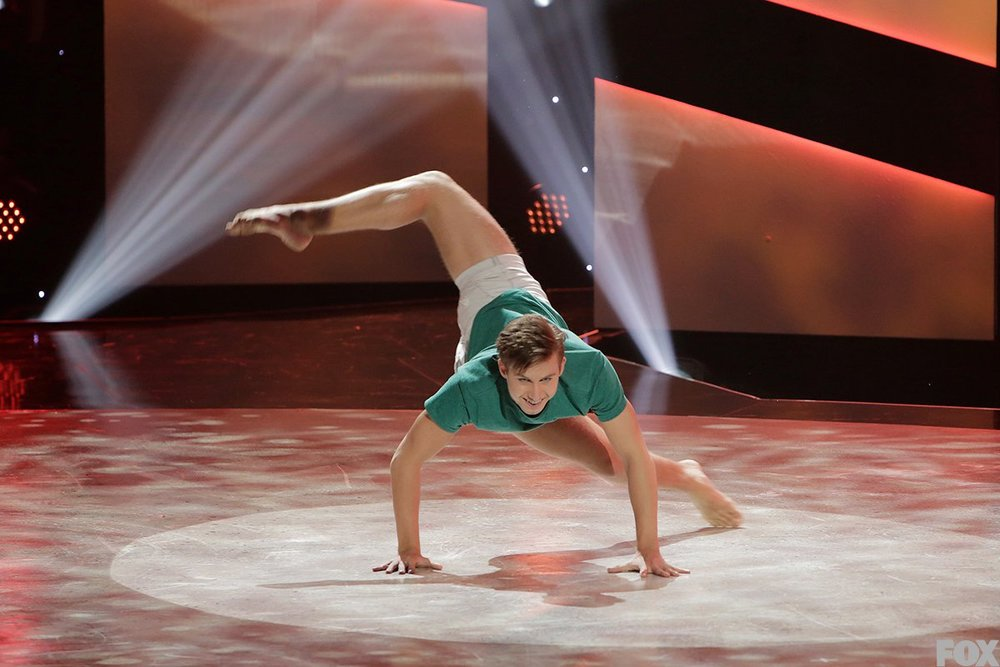 Derek Piquette performs a solo routine.