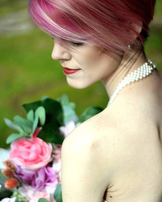 B L U S H I N G 🌹🌸🏵 Bride: @nicolemackloepfer  Photo&Makeup: @gildedartistry  #bride #weddingphotography #weddingmakeupartist #makeupartist #makeup #vancouverwedding #yvr #vancouver #spring