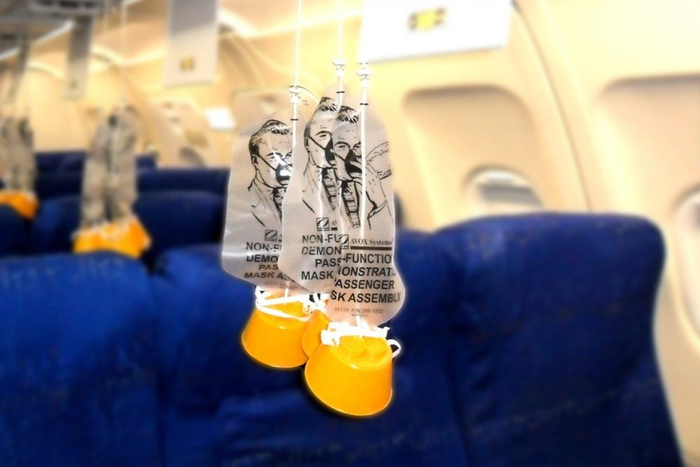 Airplane-oxygen-mask.jpg