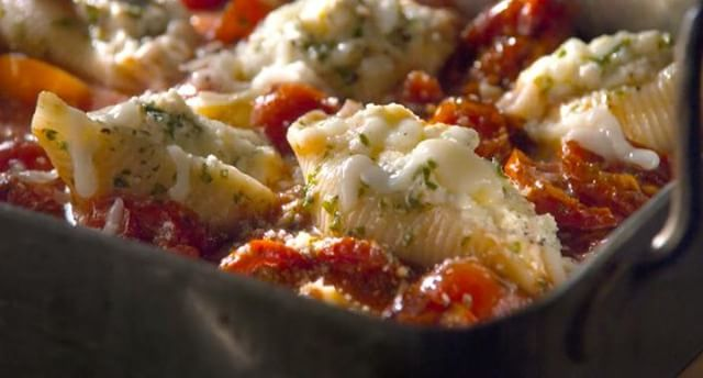 Ricotta stuffed pasta with tomato sauce makes our mouths water. Director Todd Klein created this mouth-watering dish for @eataly . . . . . . . #commercialdirector #tabletop #liveaction #bigdeahlproductions #commercialproductions #creativeagencies #foodstylist #production #Videos #VideoProduction #Viral #ViralVideos #Production #LosAngeles #Commercials #bigdeahl #entertainment #creative #food #director #producer #artdirector #creativedirector #italian #italianfood #pasta #eataly