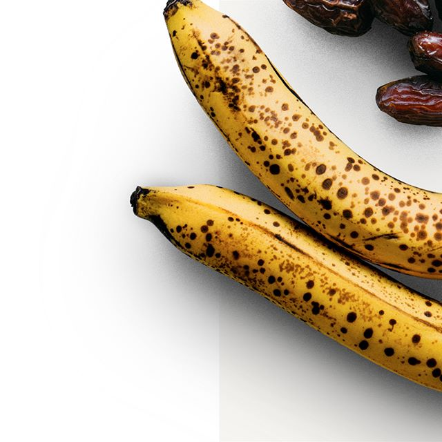 When unripe, bananas are lower in simple carbs and higher in starch, a complex carbohydrate, so in context, you get a choice of how you want the sugar to be released. Spotty (ripe) bananas will release sugar faster, yellow and greenish will release sugar slower. There is a reason why bananas are the fuel of choice for so many athletes and active humans around the world, its their versatility. . So much more on the science of vegan nutrition in Vegan Athletic Food. Now available at veganathletic.co #veganathleticfood