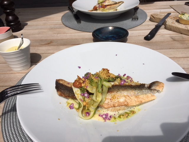 assiette poisson courgette restaurant kok sur mer.JPG